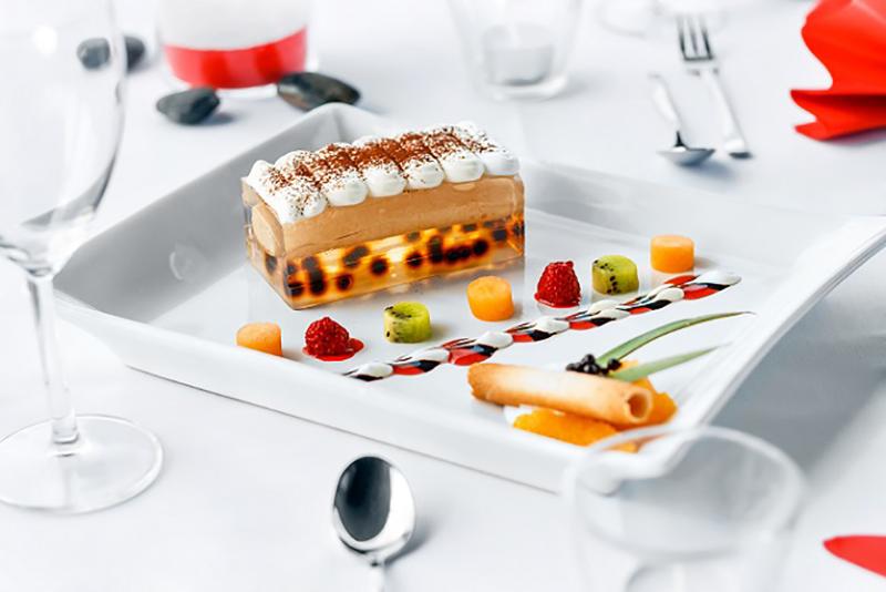 Auf experimentelle Art schuf Ferran Adria auf diese Weise ganz neue, bis dahin völlig unbekannte kunstvolle Speisen, Kreationen und atemberaubende Geschmackserlebnisse. (#01)