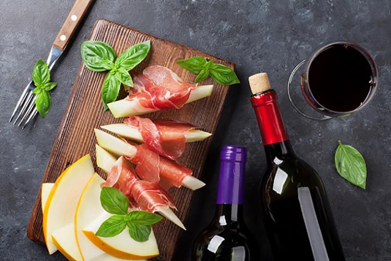 Die spanischen Rotweine zeichnen sich alle durch ein relativ intensives Geschmackserlebnis aus. Vor allem die Rebsorte Bobal galt lange Zeit als verschwunden und wurde erst in jüngster Zeit wieder entdeckt. (#02)