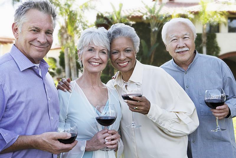 Die gesunde Wirkungsweise vom Rotwein auf das Herz ist also durchaus nachzuweisen, sowohl hinsichtlich der Beeinflussung der Blutfette als auch beim Abbau vom gesundheitsschädigenden LDL-Cholesterin. Die Blutgerinnung und der Blutfluss werden hingegen begünstigt, sodass es seltener zu Thrombosen kommt. (#04)