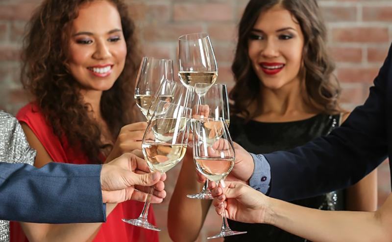 Die Weinverkostung ist an sich schon ein spannendes Event. Zuhause hat man alle Optionen, sich perfekt darauf vorzubereiten. (#03)