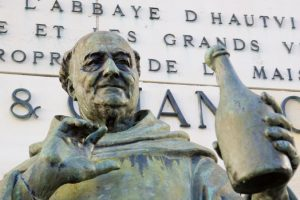 Ein Besuch der berühmten Statur von Dom Pérignon lohnt in jedem Fall. (#4)