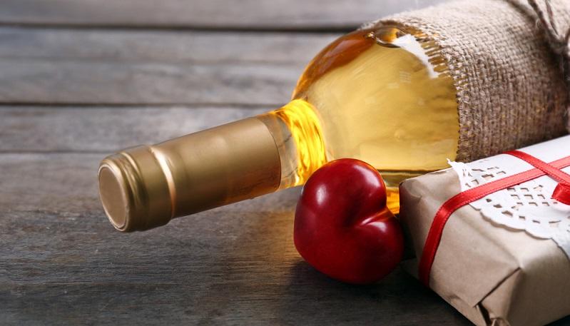 Für die Freunde von Weiß- und Rotwein gibt es eine Vielfalt von Geschenkideen. (#03)