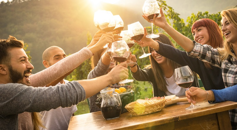 Weil Menschen sehr individuell auf Alkohol reagieren und sich auch die Geschwindigkeit, mit der Alkohol im Blut abgebaut wird, stark unterscheidet, ist es schwierig, eine allgemeine Empfehlung für unbedenkliche, gesundheitsförderliche Mengen auszusprechen. (#03)