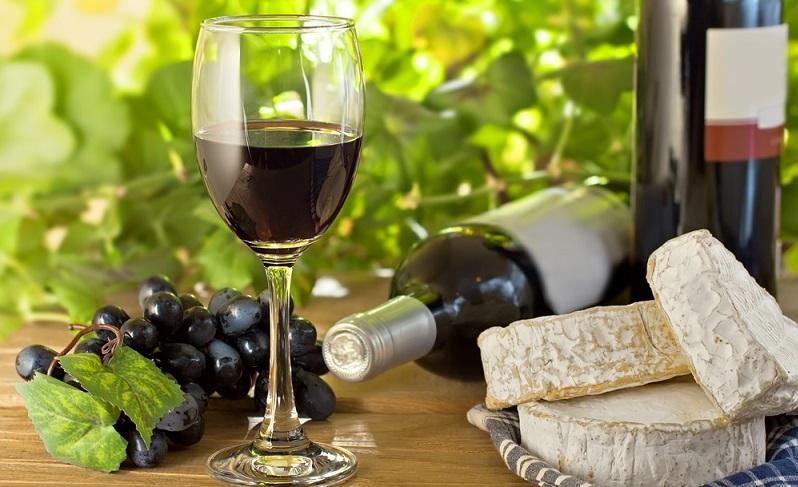 Seit sich Winzer (wie Carl Jung) dieses Verfahrens bedienen, können Weintrinker ihre Lieblings Weinsorten wie Cabernet Sauvignon oder Barolo endlich alkoholfrei genießen. (#01)