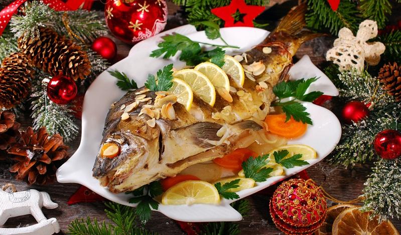Zu den klassischen Gerichten zählen nämlich auch viele Variationen von Fisch. Heringssalat, Karpfen oder Forelle blau kommen bei vielen Familien an Weihnachten auf den Tisch. (#02)
