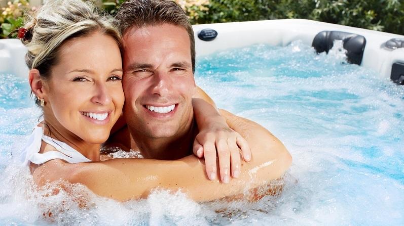 Ein Verwöhnwochenende soll eine Auszeit sein und eignet sich zum einen zur Erholung, zum anderen als intensive Zeit für Paare. (#01)