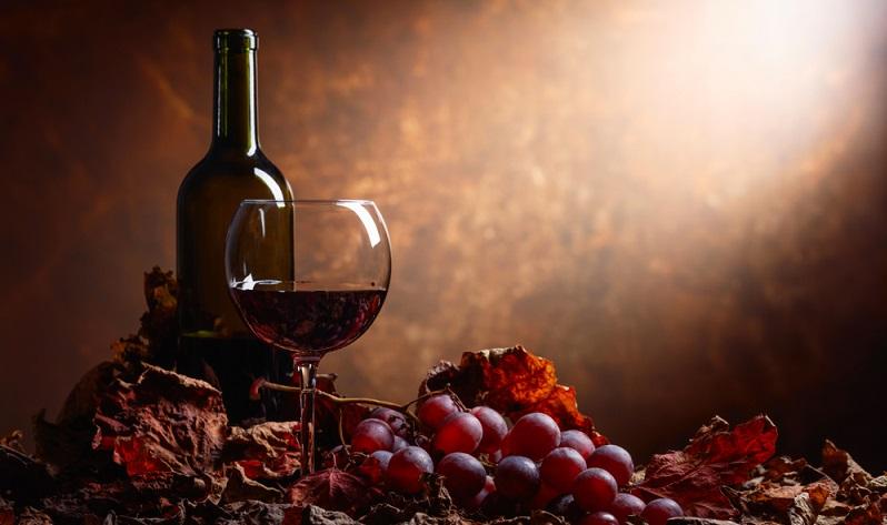 Das Dekantieren des Weines ist immer dann sinnvoll, wenn der Rotwein noch nicht voll ausgereift ist.