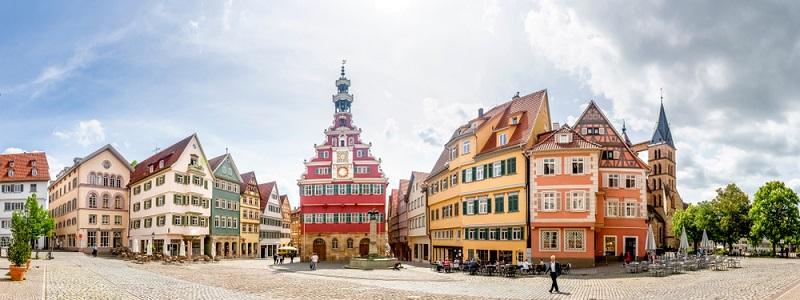 Der längste Weinwanderweg Deutschlands ist der Württembergische Weinwanderweg. Dieser führt Sie auf einer Strecke von rund 470 km von der fränkischen Stadt Aub bis ins schwäbische Esslingen
