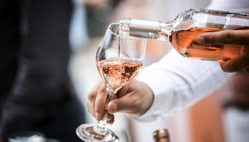 Weinempfehlung für Lachs Gerichte: ein trockener Rosé Wein.