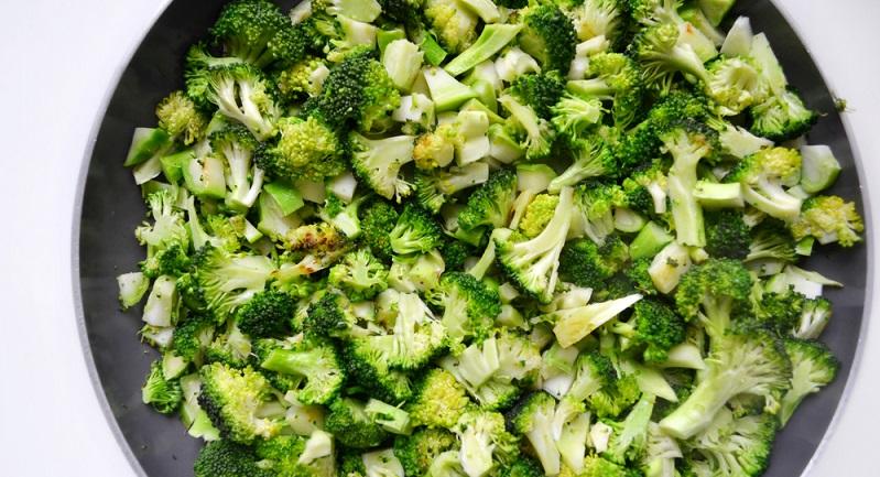 Brokkoli ohne Öl zubereiten: So isst man das Gemüse besonders Kalorienbewusst.