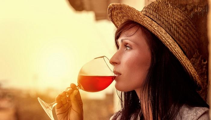 Weine aus Spanien aus bekannten Regionen ein besonderer Genuss. ( Foto: Shutterstock- altafulla )