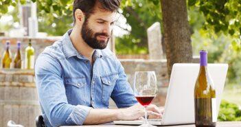 Weinverkostungen für Weinfans: Zu Hause probiert es sich doch am schönsten ( Foto: Shutterstock- Kinga )